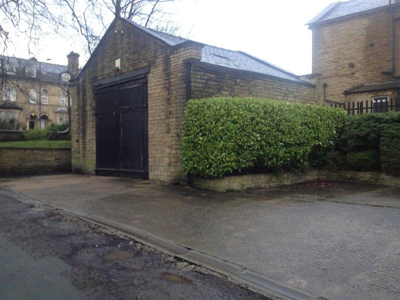 Garage Unit – Manningham – BD8